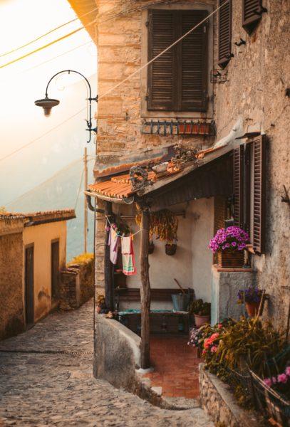 alleyway in Italy